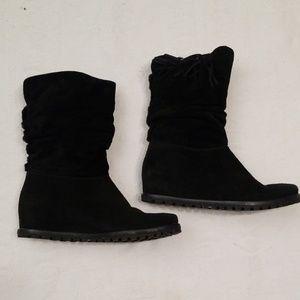 Stuart Weitzman 8 black suede boots